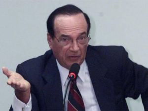 Ex-banqueiro Angelo Calmon de Sá coloca quatro pontes de safena