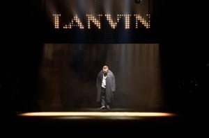 Dança das cadeiras: Alber Elbaz deixa a direção criativa da Lanvin