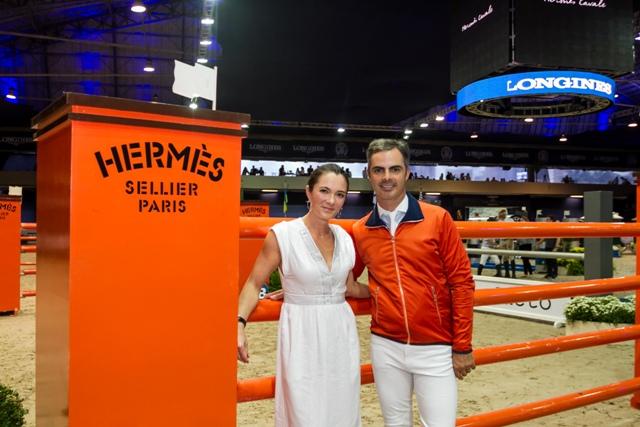 Marion Bardet, diretora da divisão equestre da Hermès e o campeão olímpico Rodrigo Pessoa