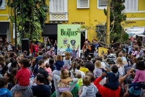 Mini U.S. armou dia de muita diversão na rua para a criançada