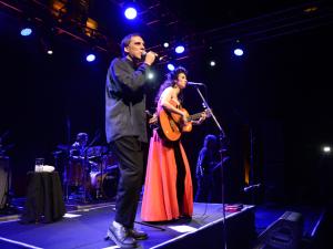 Marisa Monte e Arnaldo Antunes em show inesquecível no Parque Lage