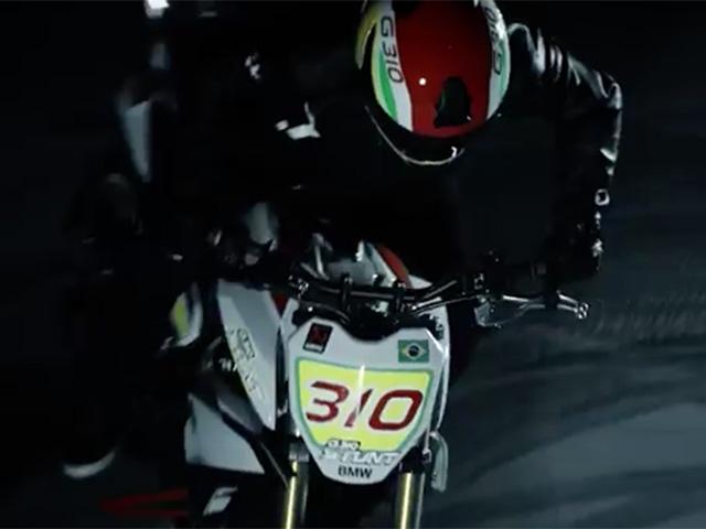 Chris Pfeifer na nova BMW Concept Stunt G310  ||  Créditos: Reprodução