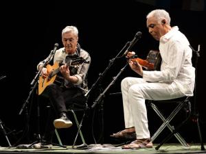 Gil e Caetano, agora no Rio: dancinhas no palco, famoso aos prantos na plateia
