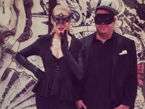 Mascarados, Ronaldo e Celina Locks vão à festa de Halloween