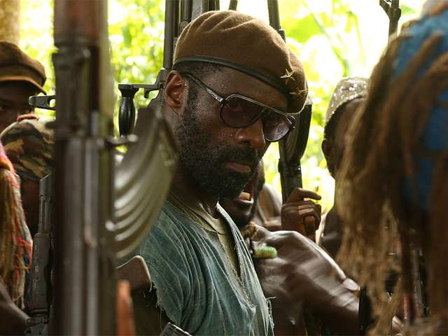 "Idris Elba em cena de ""Beasts Of No Nation"""