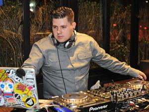 Marcelo Botelho entrega os hits que vão animar a festa de 9 anos da Revista J.P