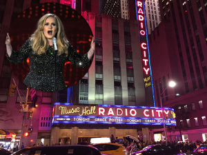 Adele comemora sucesso de novo CD com show histórico em NY