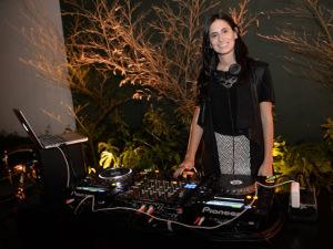 Lado B vêm aí e a DJ Clara Ribeiro entrega playlist para entrar no clima