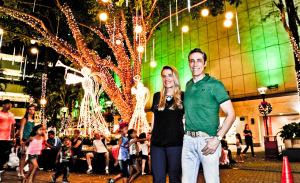 Papai Noel chega ao Shopping West Plaza com show de luzes e festival de food bikes