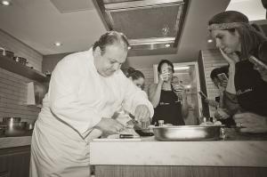 Josimar Melo foi jurado de aula de culinária com o chef Erick Jacquin no Espaço Eat