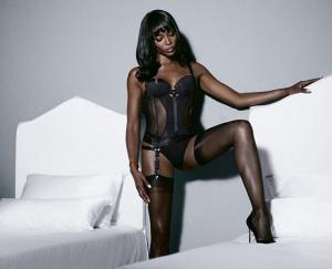 Aos 45 anos, Naomi Campbell lança sua própria linha de lingerie