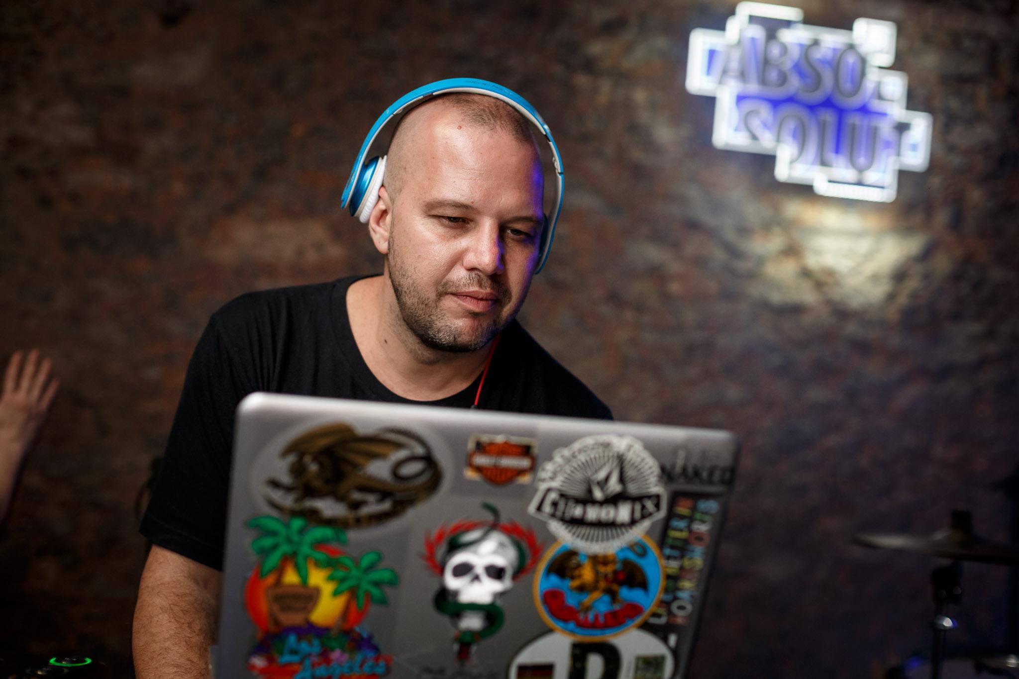 DJ Cadinho