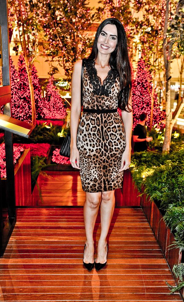 Iara Jereissati de vestido Dolce & Gabbana e sapato Louboutin no lançamento da decoração de Natal no Iguatemi assinada por Jeff Leatham