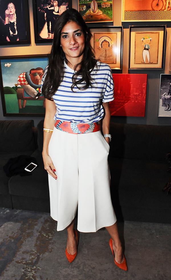 Marina Diniz de calça Gucci, lenço Hermès e scarpin Schutz no jantar armado para a blogueira americana Leandra Medine