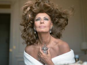 Sophia Loren vai se apresentar pela primeira vez no teatro, e em monólogo