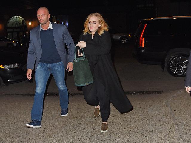 Peter ao lado de Adele