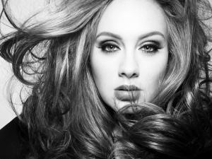 Poderosa, Adele quebra recorde de vendas com seu novo álbum