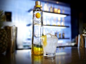 Glamurama entrega receita do Cîroc Colada, o drink do verão
