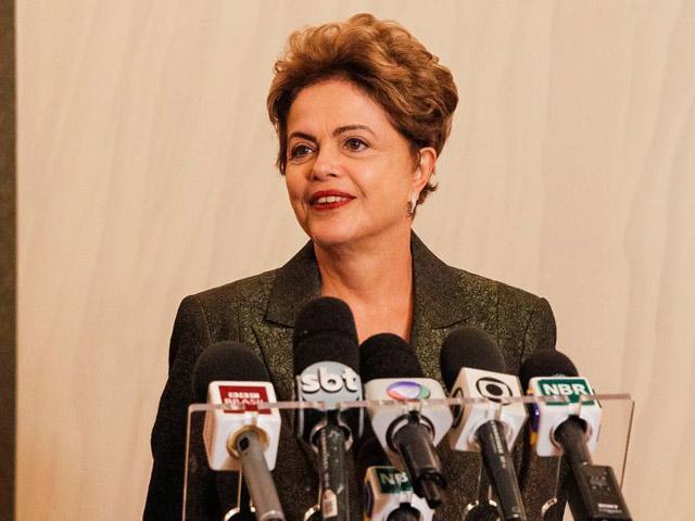Dilma Rousseff durante coletiva em Estocolmo