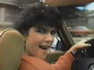 Clã Kardashian/Jenner faz paródia de clipe gravado por Kris nos anos 80