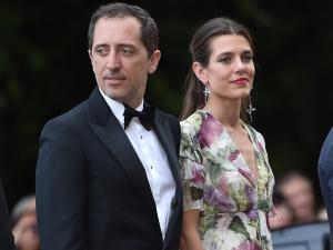 Separada, filha de Caroline de Mônaco é vista em nova companhia
