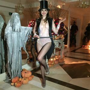 Festa à fantasia de Luciana Gimenez reúne turma boa em sexta-feira 13