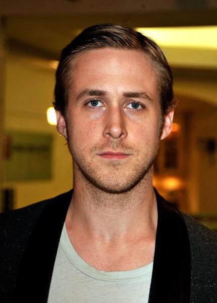 """Ryan Gosling chega na première de """"Sugar"""" no Teatro Silver Screen em 2009, em Los Angeles"""