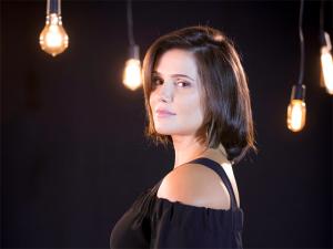 """Deborah Secco em autoanálise: """"O amor pode nos salvar"""". À entrevista!"""