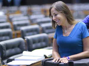 Entidade da deputada Mara Gabrilli arma leilão em prol de deficientes