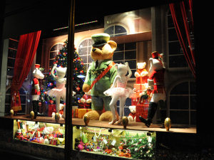 Harrods inaugura decoração de Natal inspirada em histórias encantadas