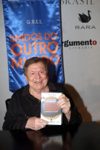 De Fagundes a Maitê em lançamento de livro de Boni no Copacabana Palace