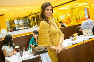 Chris Pitanguy lança tiara exclusiva na Drogaria Iguatemi