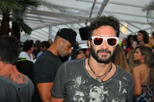 Dudu Linhares reúne turma boa em sunset do Cafe de la Musique Jurerê