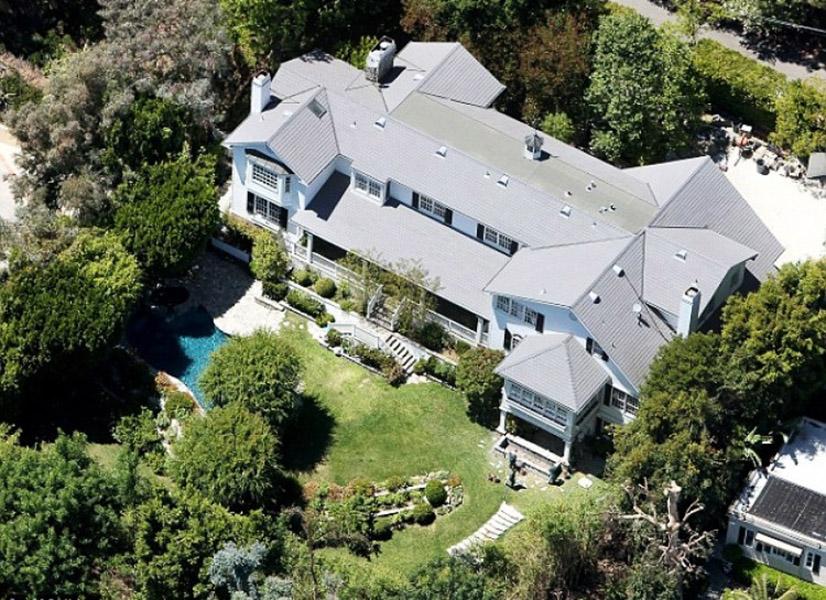 Casa de Ashton Kutcher e Mila Kunis em Beverly Hills avaliada em US$ 12 milhões