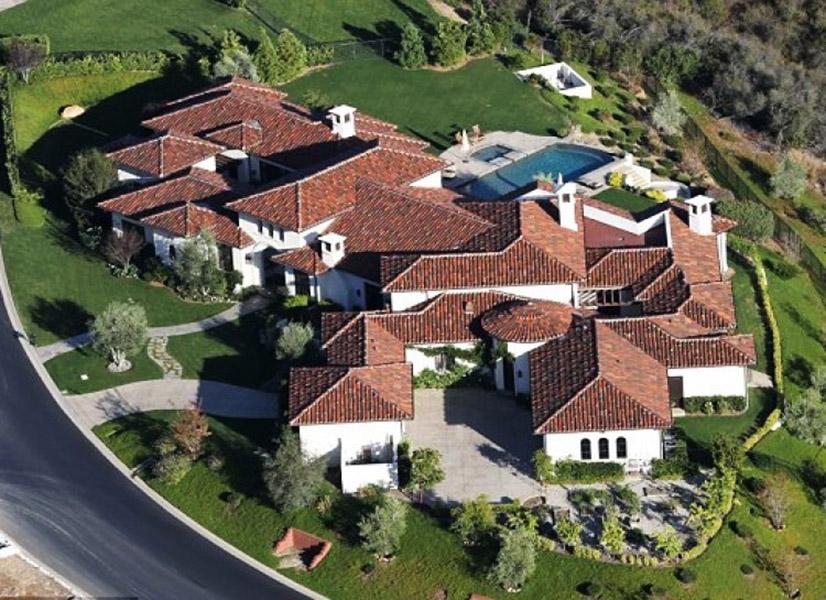 Britney Spears vive em uma casa avaliada em US$ 8,5 milhões em Thousand Oaks, bairro de Valley, Califórnia