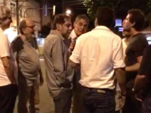Exclusivo: Chico Buarque responde a ataque e bate boca com anti-petistas no Leblon