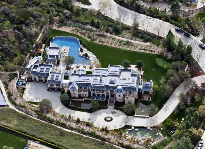 O casal 20 dos Estados Unidos tem uma série de casa, mas a principal é essa mansão de US$50 milhões em Los Angeles