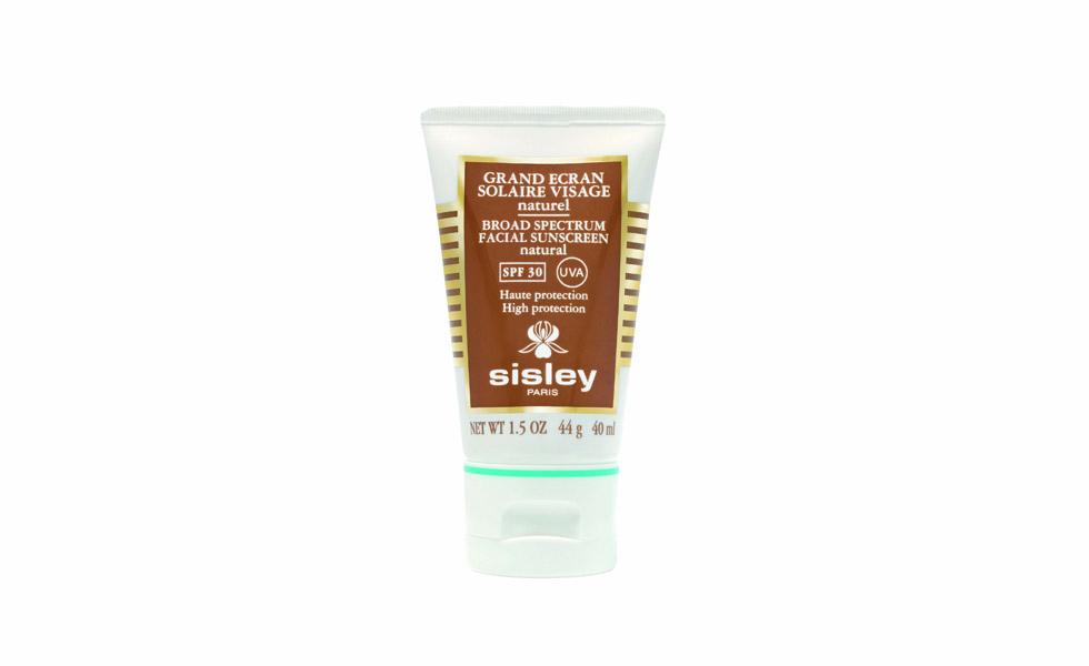 96dbb8f613a55 O protetor solar facial de efeito natural da Sisley protege ao mesmo tempo  em que nutre