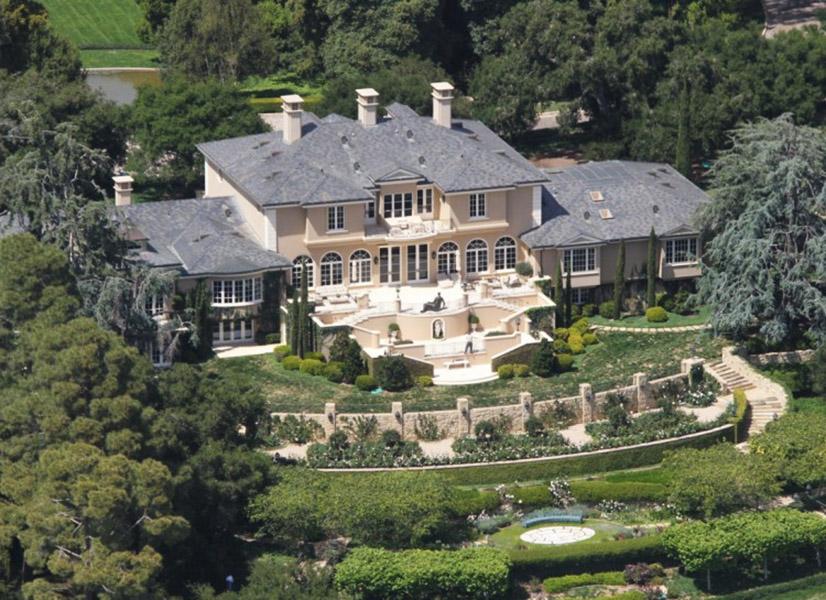 A propriedade de Oprah Winfrey em Montecito, na Califórnia, é avaliada em US$ 85 milhões e tem uma casa exclusiva para os hóspedes