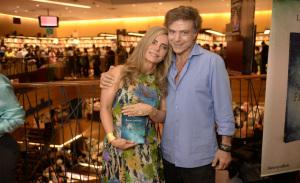 """Bruna Lombardi lançou seu livro """"Jogo da Felicidade"""" no Conjunto Nacional em SP"""