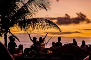 Glamurama entrega a agenda fervida do Cafe de La Musique em Trancoso