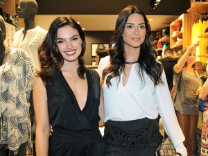 Thayla Ayala e Ísis Valverde conferem abertura de nova loja da DZARM.