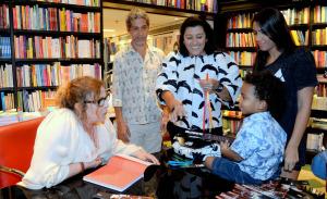 Com Gloria Maria e Maitê Proença, quem roubou a cena em lançamento de livro de Joyce Pascowitch no Rio foi…