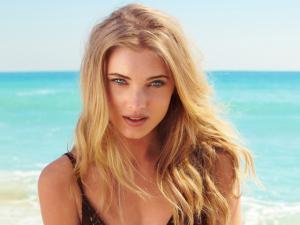 Angel da Victoria's Secret comanda festa pré-Réveillon em Trancoso