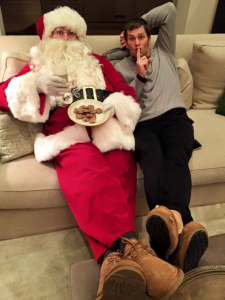 Será Gisele o Papai Noel misterioso ao lado de Tom Brady?
