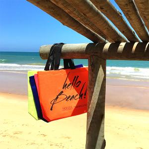 Santa Lolla desembarca em Trancoso com bolsas de praia desejo