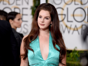 Fã de Lana Del Rey é preso após morar na garagem da cantora por semanas