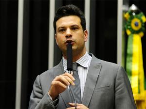 Líder do PMDB quer anunciar nomes de comissão sóna última hora