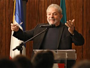 Lula põe 10 mil pessoas na rua em poucas horas, diz parlamentar do PT