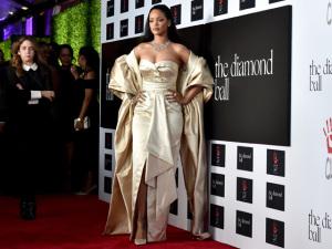 De bad girl a solidária: Rihanna em mais uma noite de gala Diamond Ball
